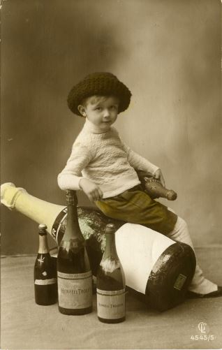 Niño y champagne