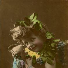 Retrato niña uvas