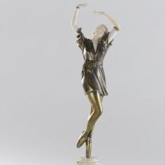Bailarina con racimo